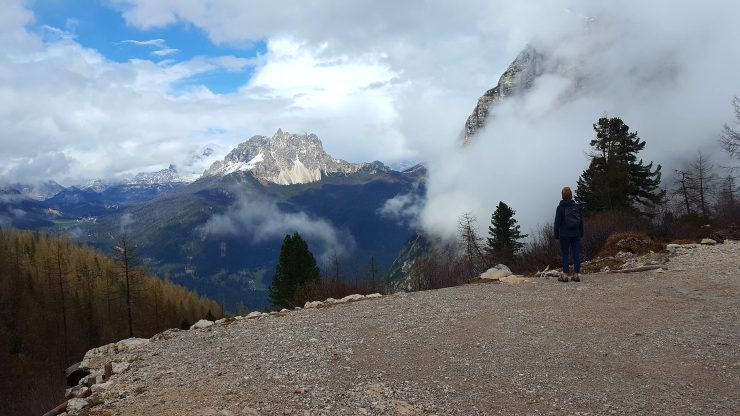 Dolomites Italy things to do - Hike to Lago di Sorapiss - Domomites IT