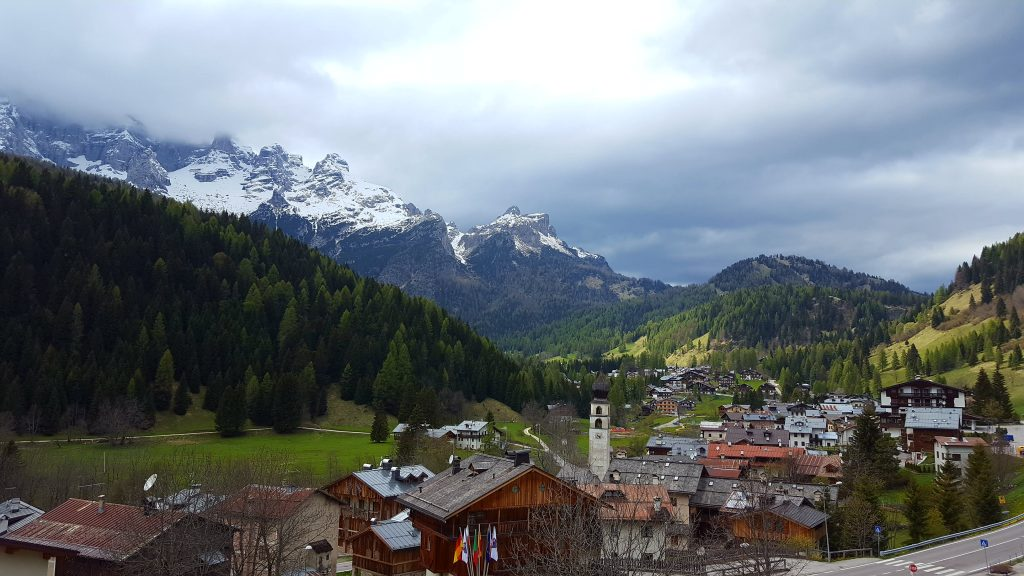 Dolomites Italy things to do - hikes in Dolomites mountains Italy