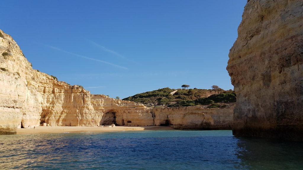 Best beaches in Algarve - Best beaches near PORTIMAO - Praia de Carvalho