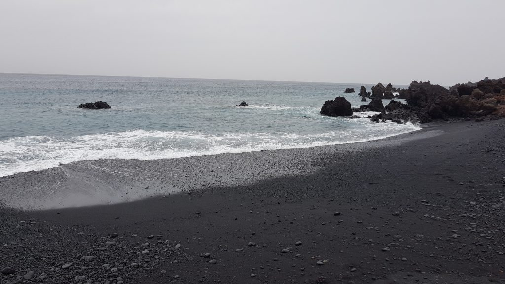 Things to do in Lanzarote - Playa Montana Bermeja
