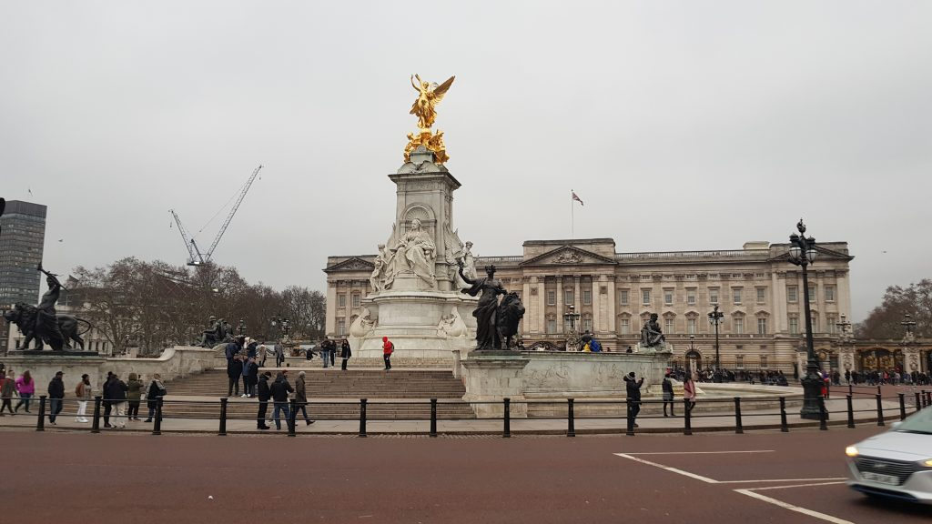 London things to do - Buckingham Palace