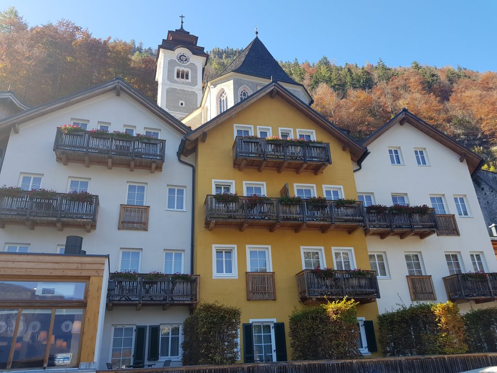 Can I visit Hallstatt by car?