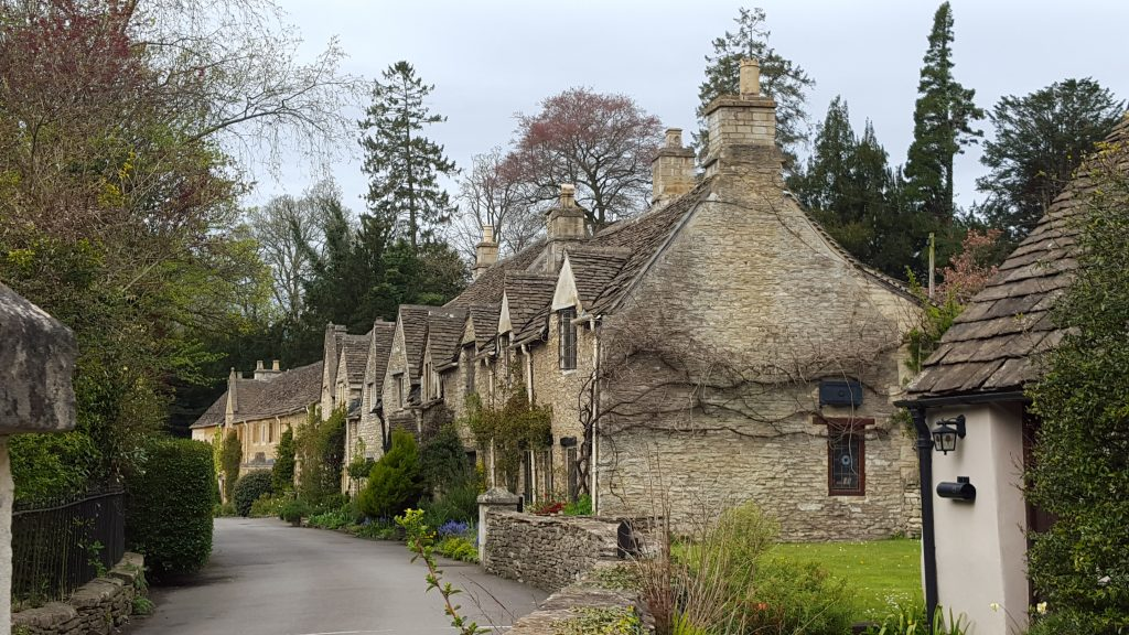 Places worth visiting in England - Castle Combe