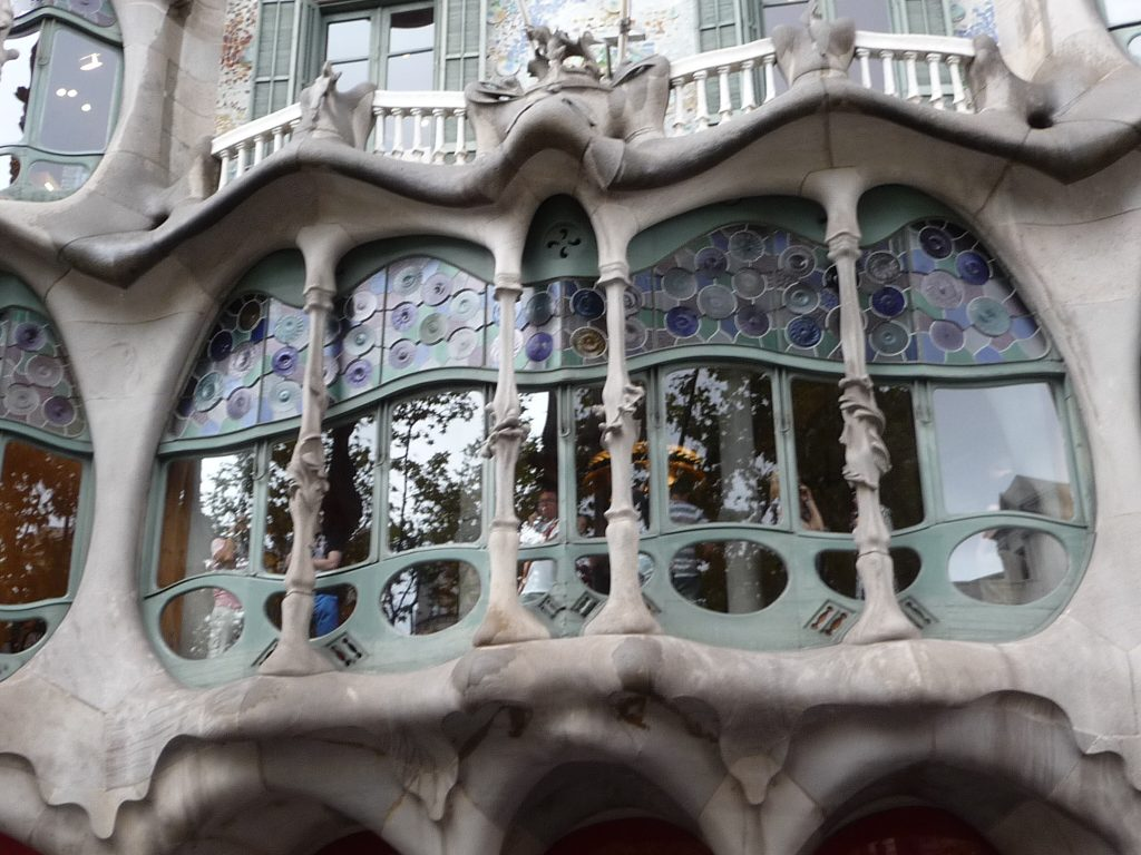 QUIRKY Things to do in Barcelona - Casa Milà