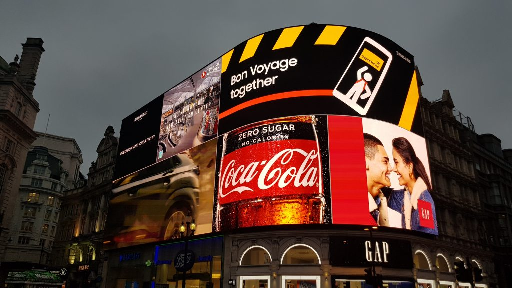Famous landmarks in London - Piccadilly Circus