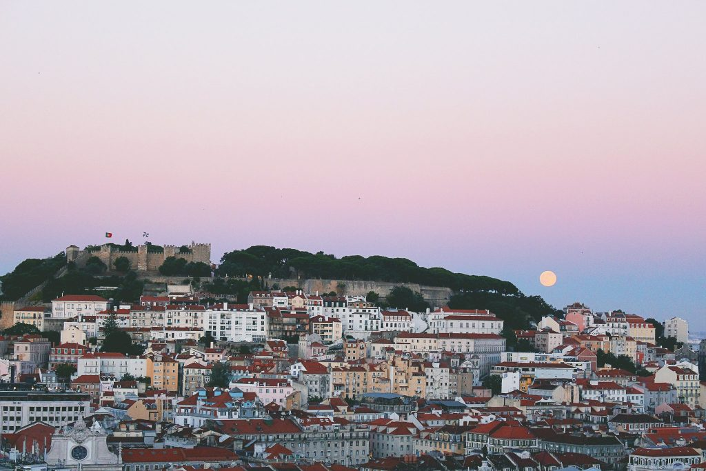 Where is warm in April in Europe - spring in Lisbon