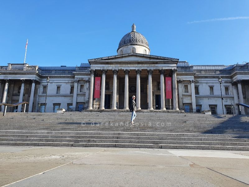 Best time of the day to visit Trafalgar Square in London