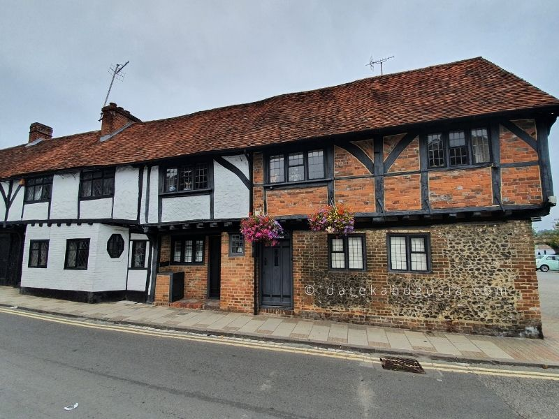 Henley on Thames - Old buildings on Friday street
