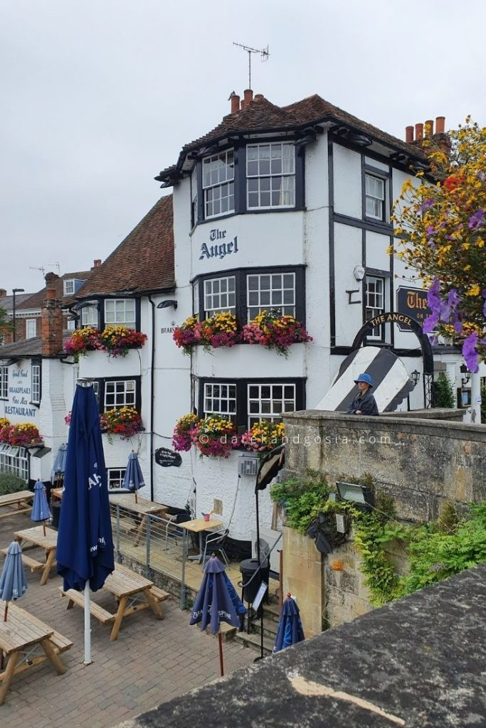 Henley on Thames Oxfordshire - The Angel on the Bridge