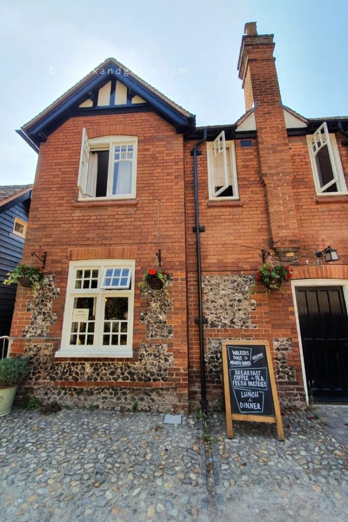 Things to do in Hambleden village - The Stag & Huntsman