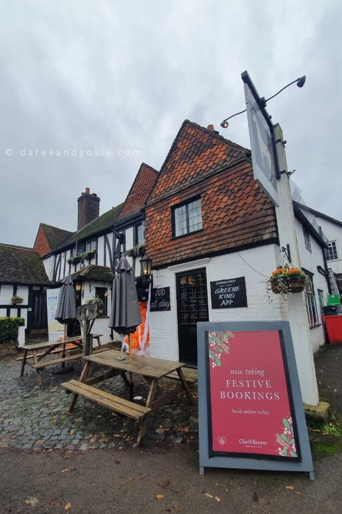 What pub was the Holiday filmed in