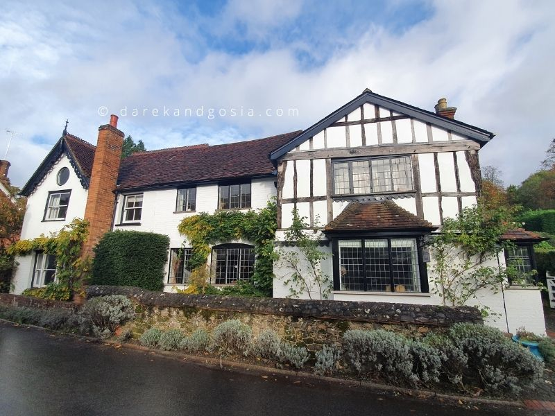 What to see in Shere Surrey - Old Cottages