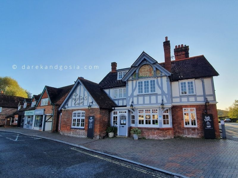 Country pubs near me - Merlin's Cave, Chalfont St Giles