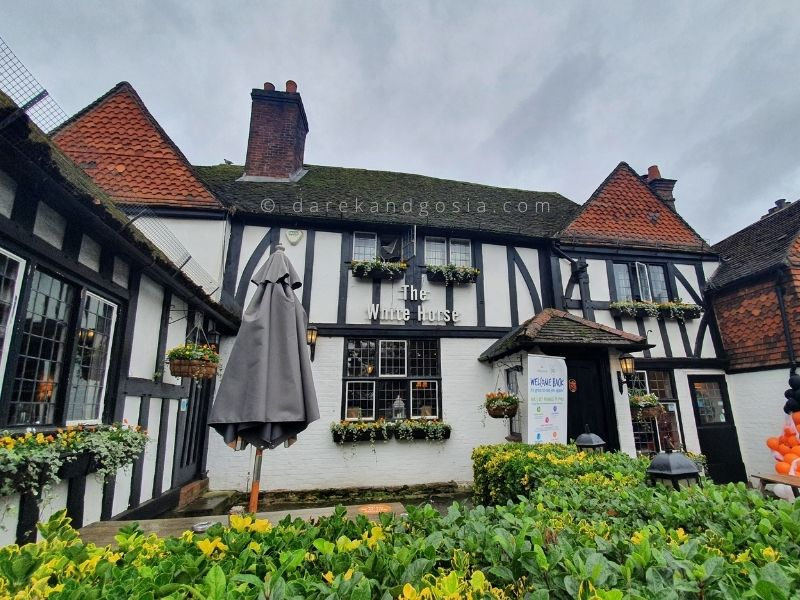 Village pubs near me - The White Horse, Shere